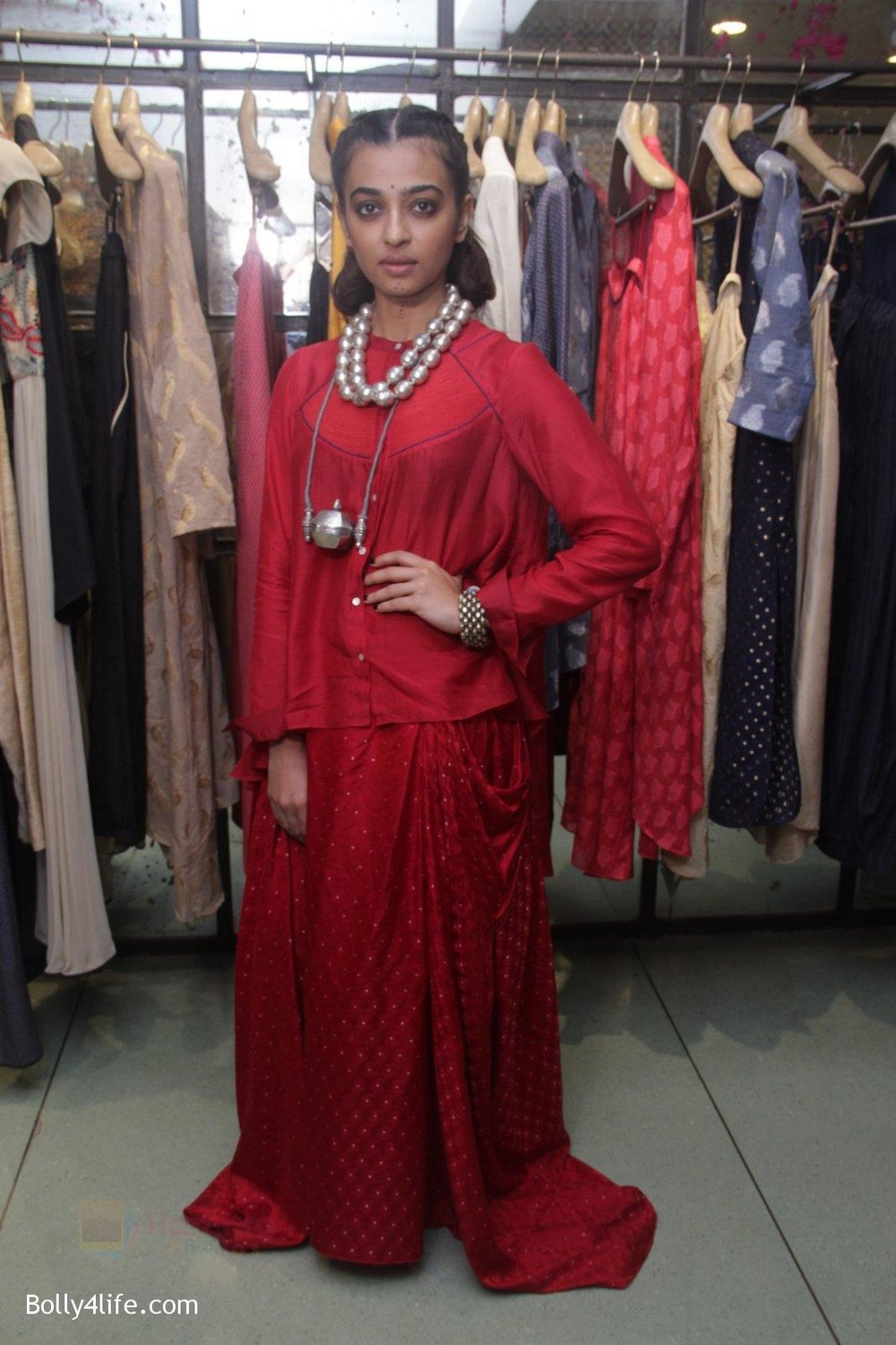 Radhika-Apte-unveil-Festive-Edit-of-new-Luxury-Pret-label-AMOH-by-Designers-Monica-Karishma-of-JADE-on-26th-Sept-2016-19.jpg