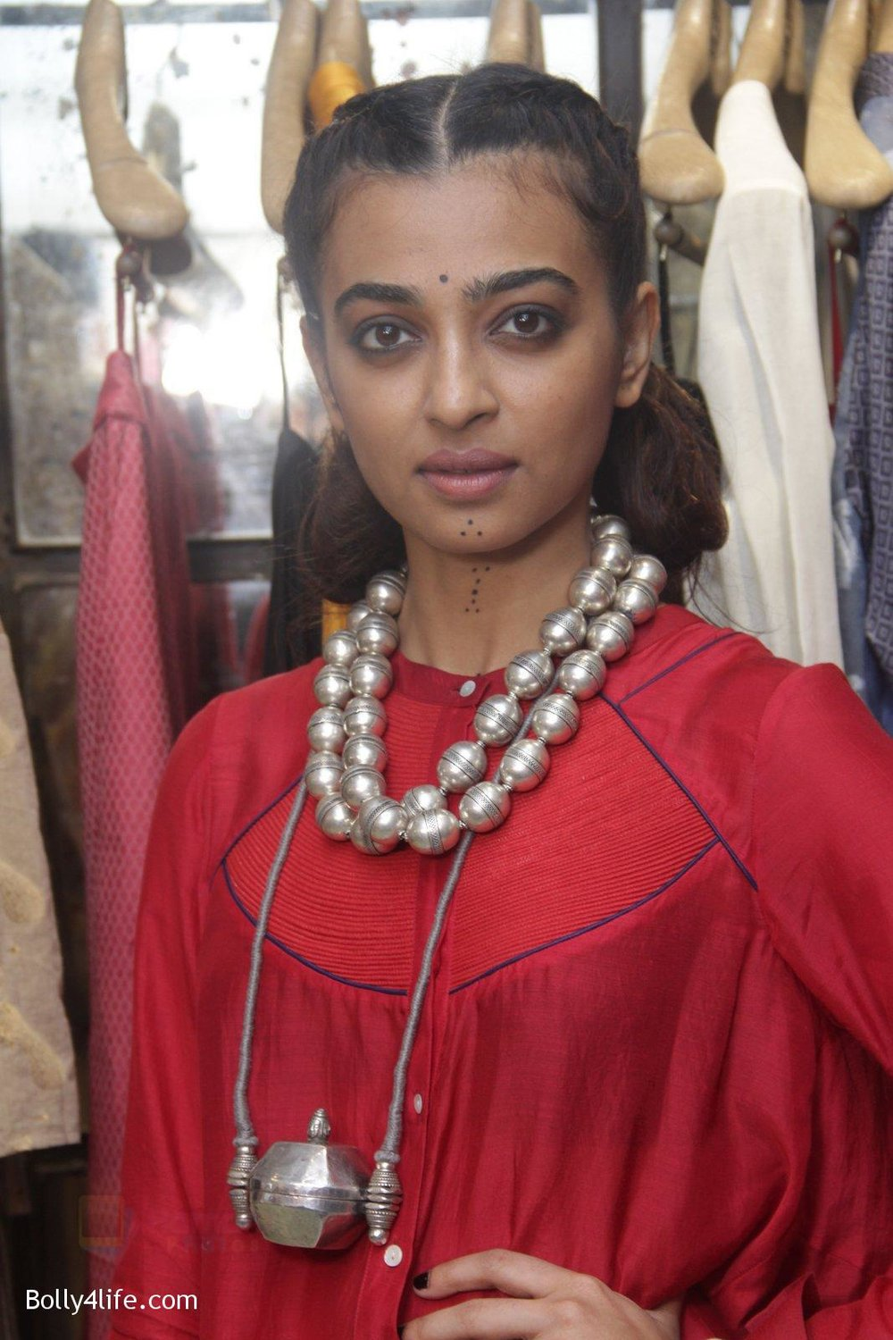 Radhika-Apte-unveil-Festive-Edit-of-new-Luxury-Pret-label-AMOH-by-Designers-Monica-Karishma-of-JADE-on-26th-Sept-2016-22.jpg