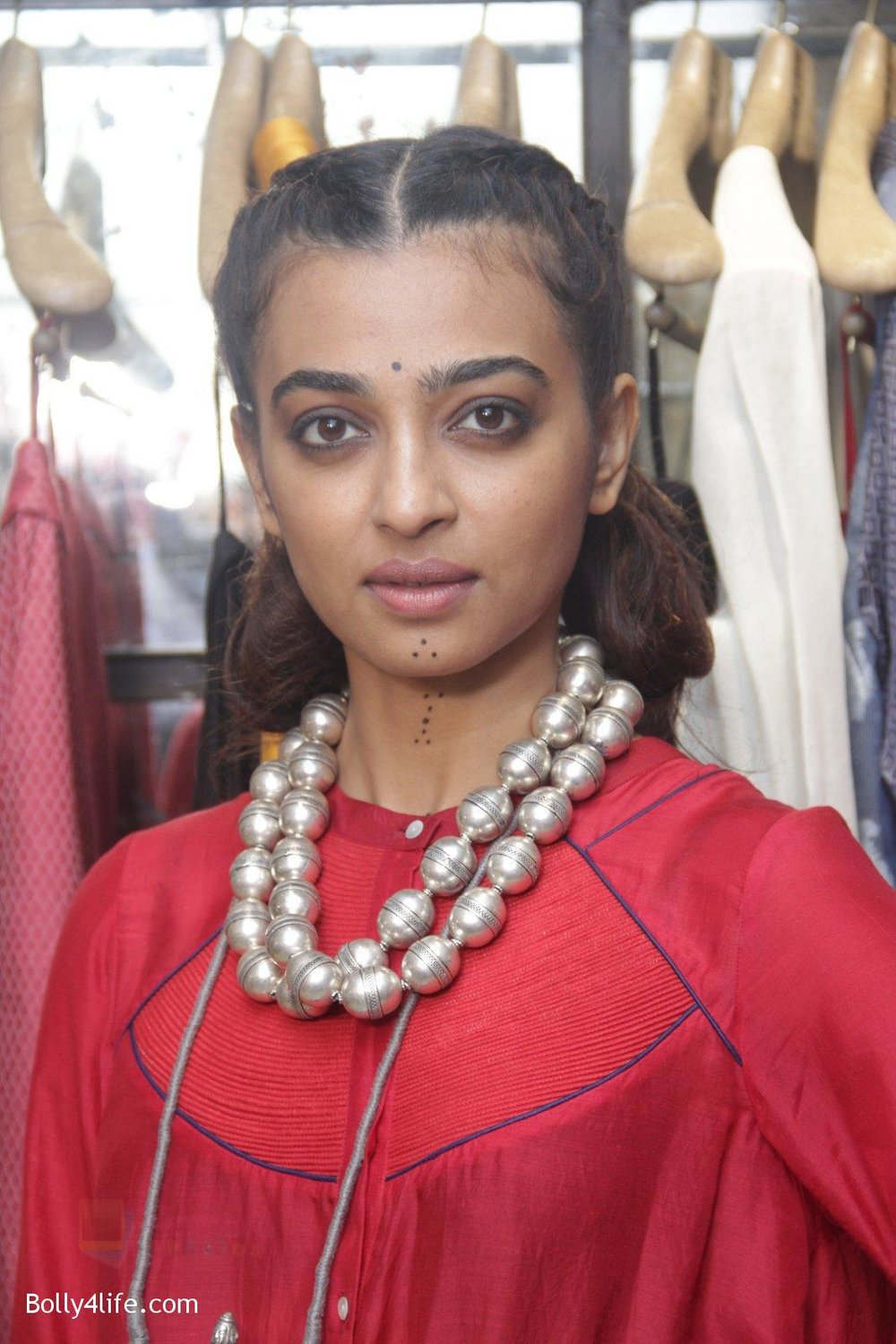 Radhika-Apte-unveil-Festive-Edit-of-new-Luxury-Pret-label-AMOH-by-Designers-Monica-Karishma-of-JADE-on-26th-Sept-2016-23.jpg