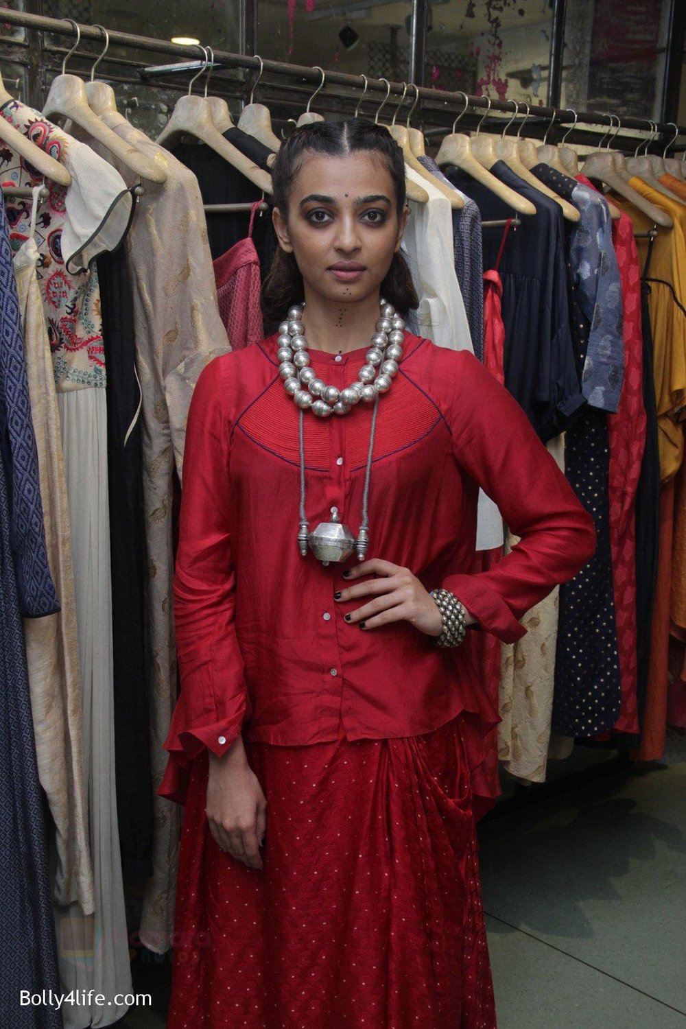 Radhika-Apte-unveil-Festive-Edit-of-new-Luxury-Pret-label-AMOH-by-Designers-Monica-Karishma-of-JADE-on-26th-Sept-2016-31.jpg