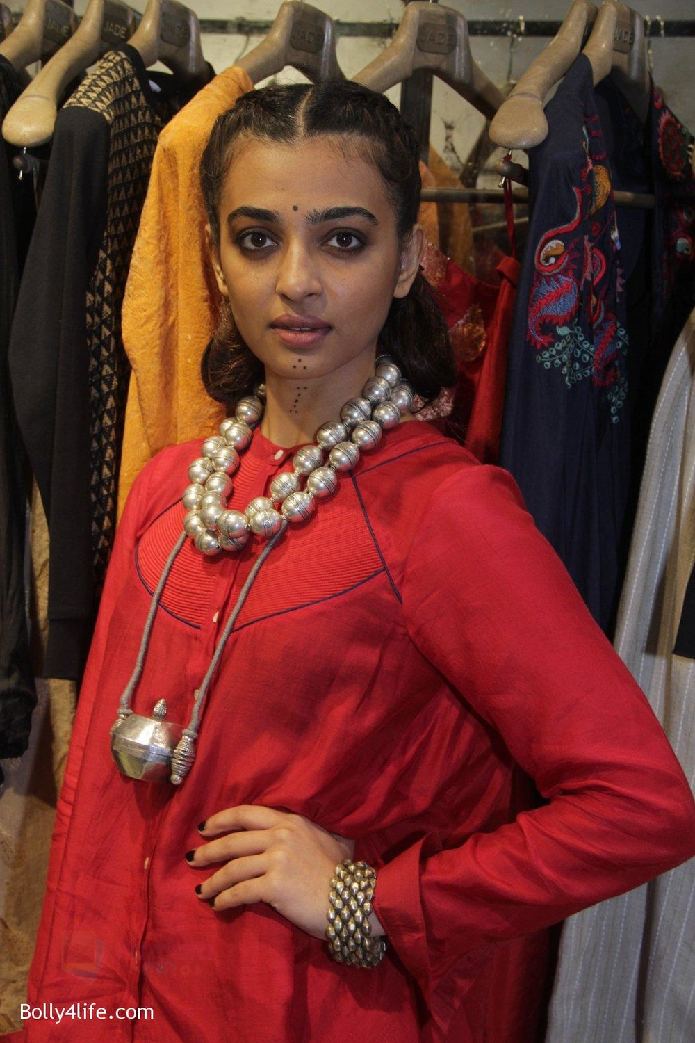 Radhika-Apte-unveil-Festive-Edit-of-new-Luxury-Pret-label-AMOH-by-Designers-Monica-Karishma-of-JADE-on-26th-Sept-2016-41.jpg
