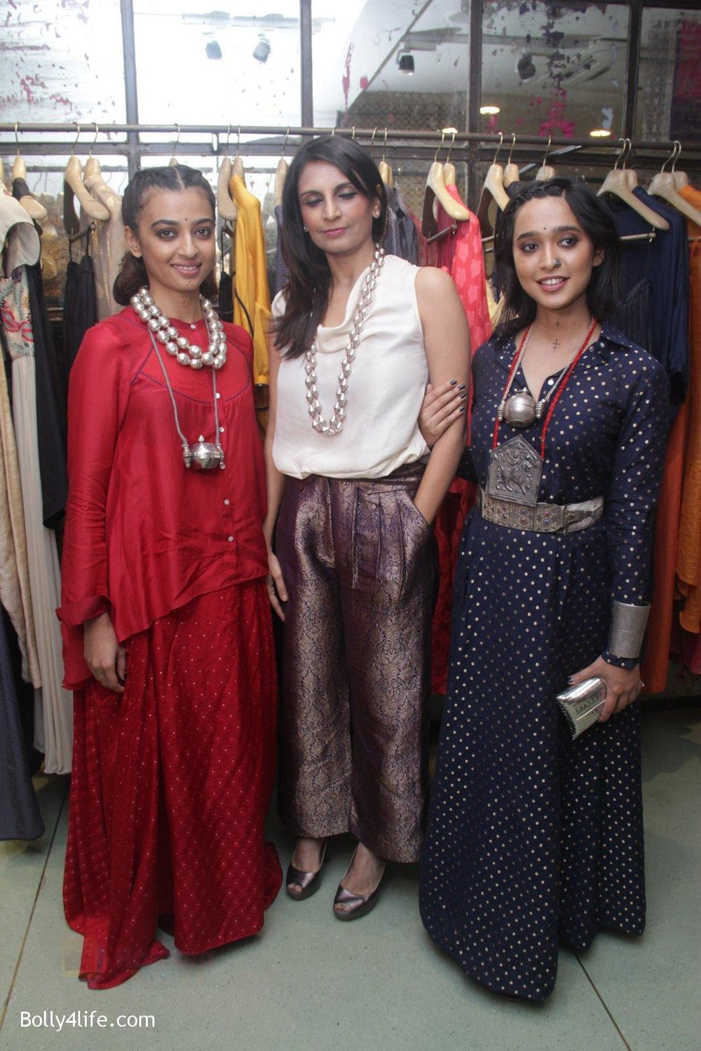 Radhika-Apte-Sayani-Gupta-unveil-Festive-Edit-of-new-Luxury-Pret-label-AMOH-by-Designers-Monica-Karishma-of-JADE-on-26th-Sept-2016-18.jpg