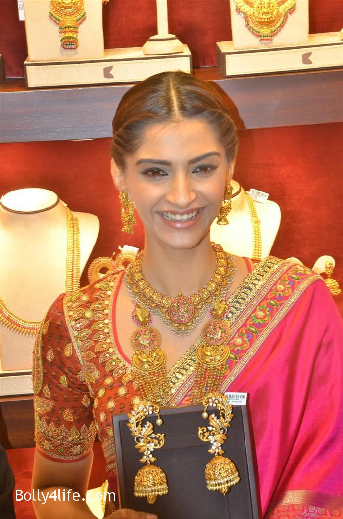 prabhu_sonam_kapoor_kalyan_jewellers_anna_nagar_showroom_launch_photos_01ce557.jpg