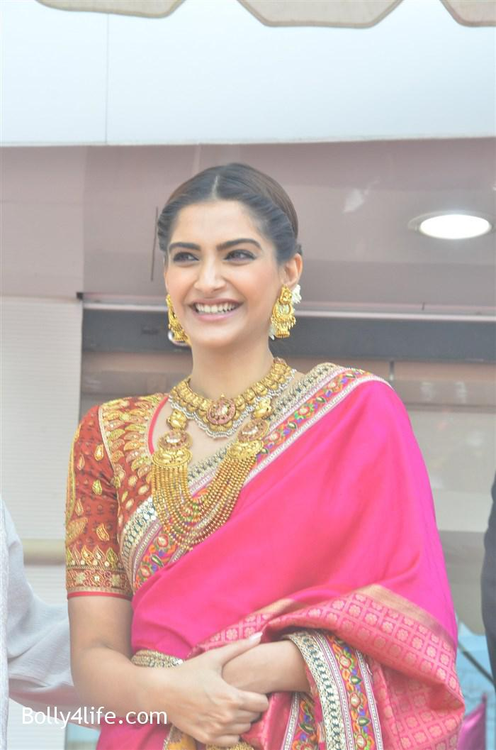 prabhu_sonam_kapoor_kalyan_jewellers_anna_nagar_showroom_launch_photos_03c9c2c.jpg