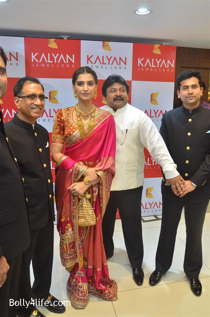 prabhu_sonam_kapoor_kalyan_jewellers_anna_nagar_showroom_launch_photos_2af5e19.jpg
