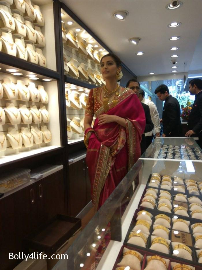 prabhu_sonam_kapoor_kalyan_jewellers_anna_nagar_showroom_launch_photos_4bfa996.jpg
