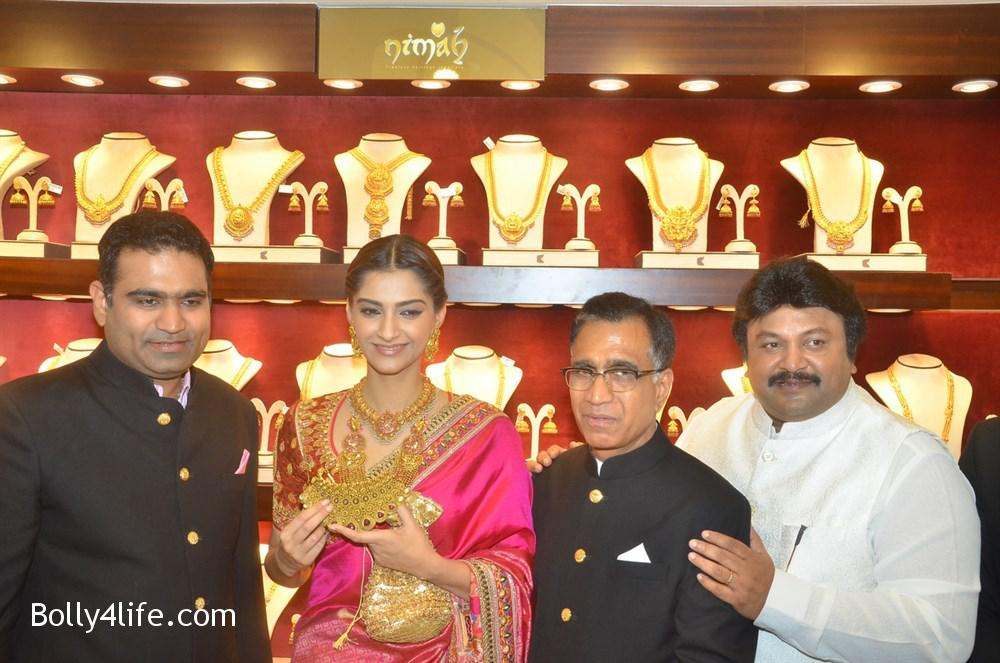 prabhu_sonam_kapoor_kalyan_jewellers_anna_nagar_showroom_launch_photos_4d420f1.jpg