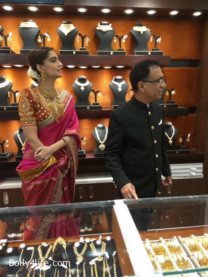 prabhu_sonam_kapoor_kalyan_jewellers_anna_nagar_showroom_launch_photos_6ba3a44.jpg