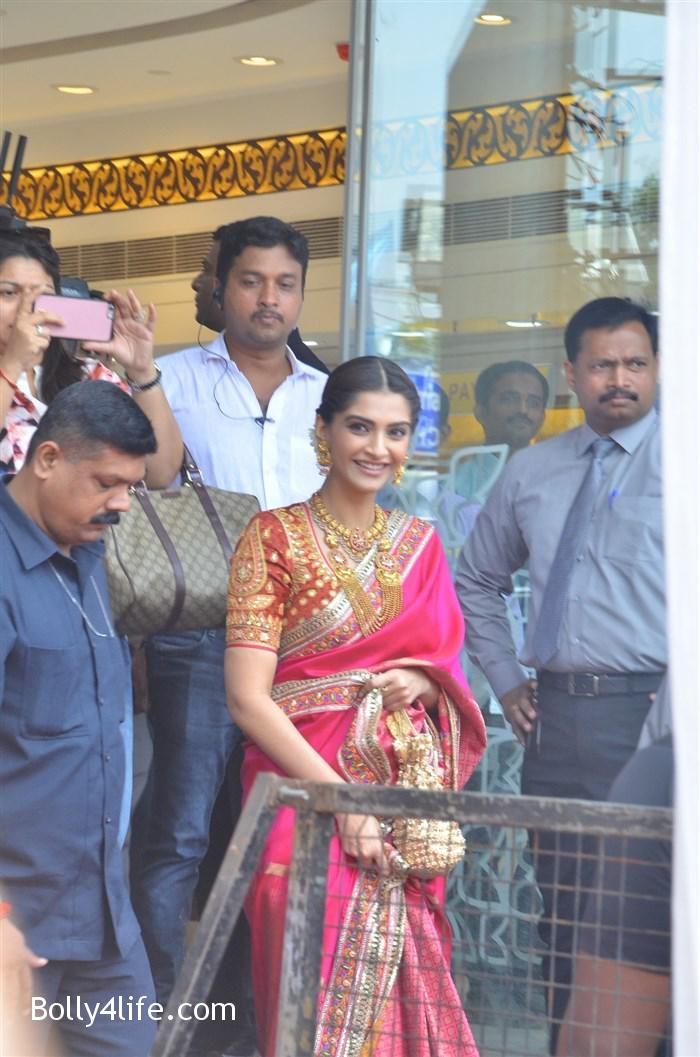 prabhu_sonam_kapoor_kalyan_jewellers_anna_nagar_showroom_launch_photos_3cddea9.jpg