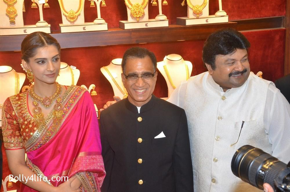 prabhu_sonam_kapoor_kalyan_jewellers_anna_nagar_showroom_launch_photos_6f28fec.jpg