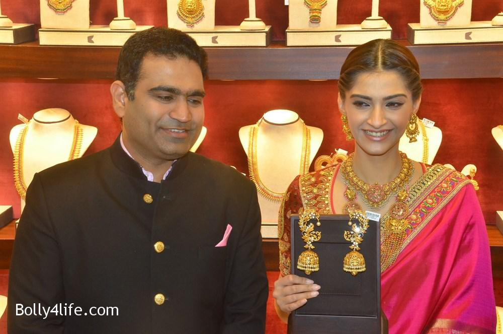 prabhu_sonam_kapoor_kalyan_jewellers_anna_nagar_showroom_launch_photos_6f53b47.jpg