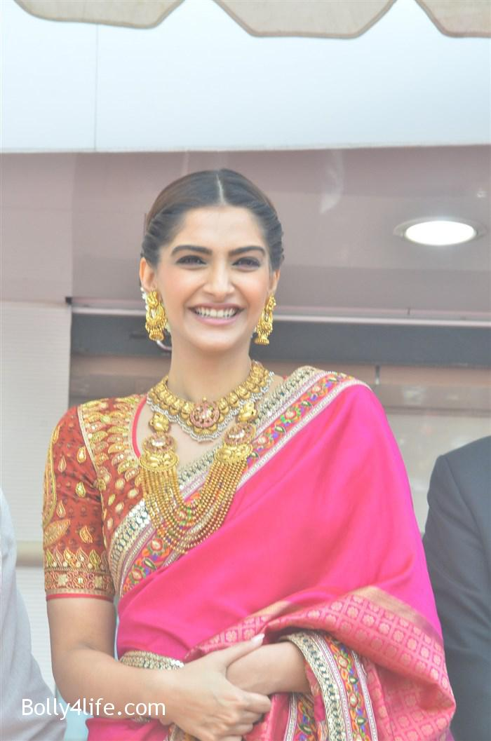 prabhu_sonam_kapoor_kalyan_jewellers_anna_nagar_showroom_launch_photos_10aab07.jpg