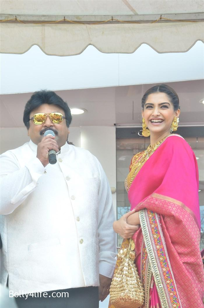 prabhu_sonam_kapoor_kalyan_jewellers_anna_nagar_showroom_launch_photos_0432a88.jpg