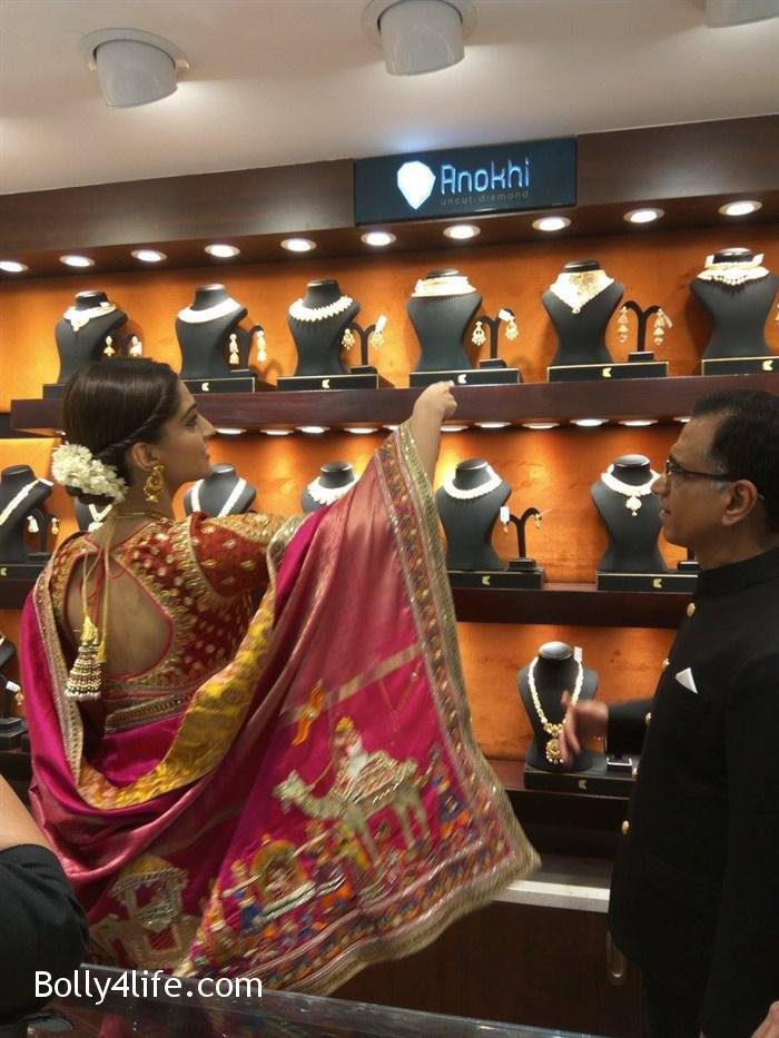 prabhu_sonam_kapoor_kalyan_jewellers_anna_nagar_showroom_launch_photos_7537b3c.jpg
