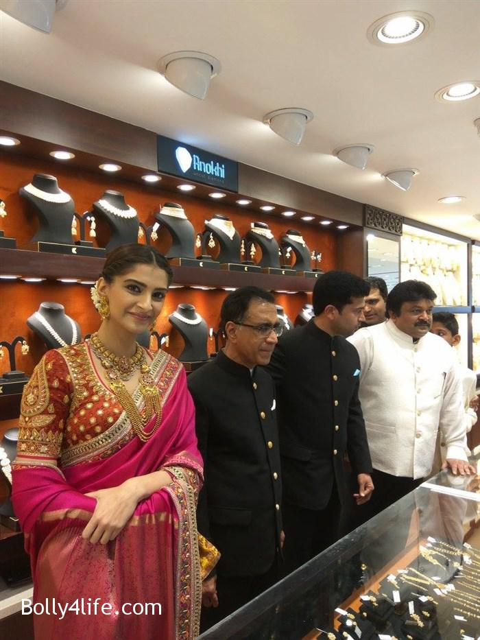 prabhu_sonam_kapoor_kalyan_jewellers_anna_nagar_showroom_launch_photos_970789d.jpg