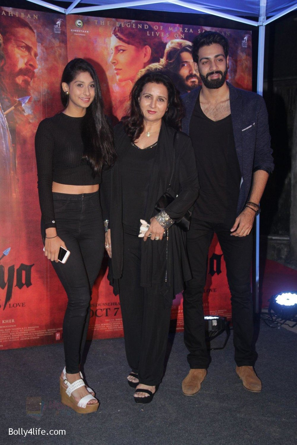 Poonam-Dhillon-at-Mirzya-Success-party-49.jpg