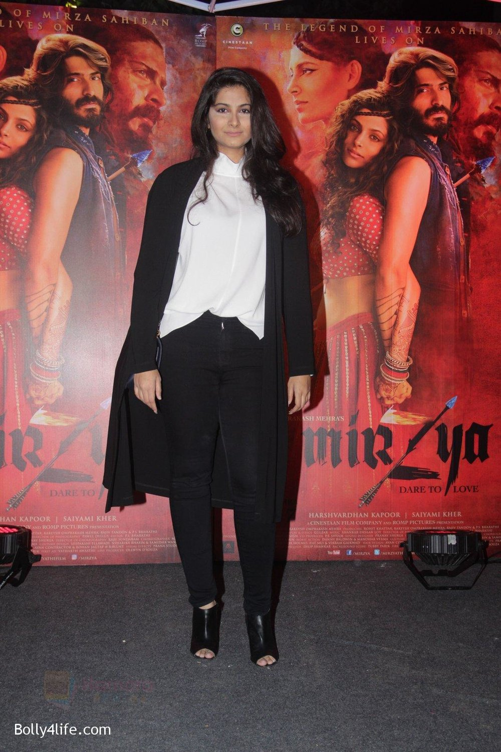 Rhea-Kapoor-at-Mirzya-Success-party-18.jpg