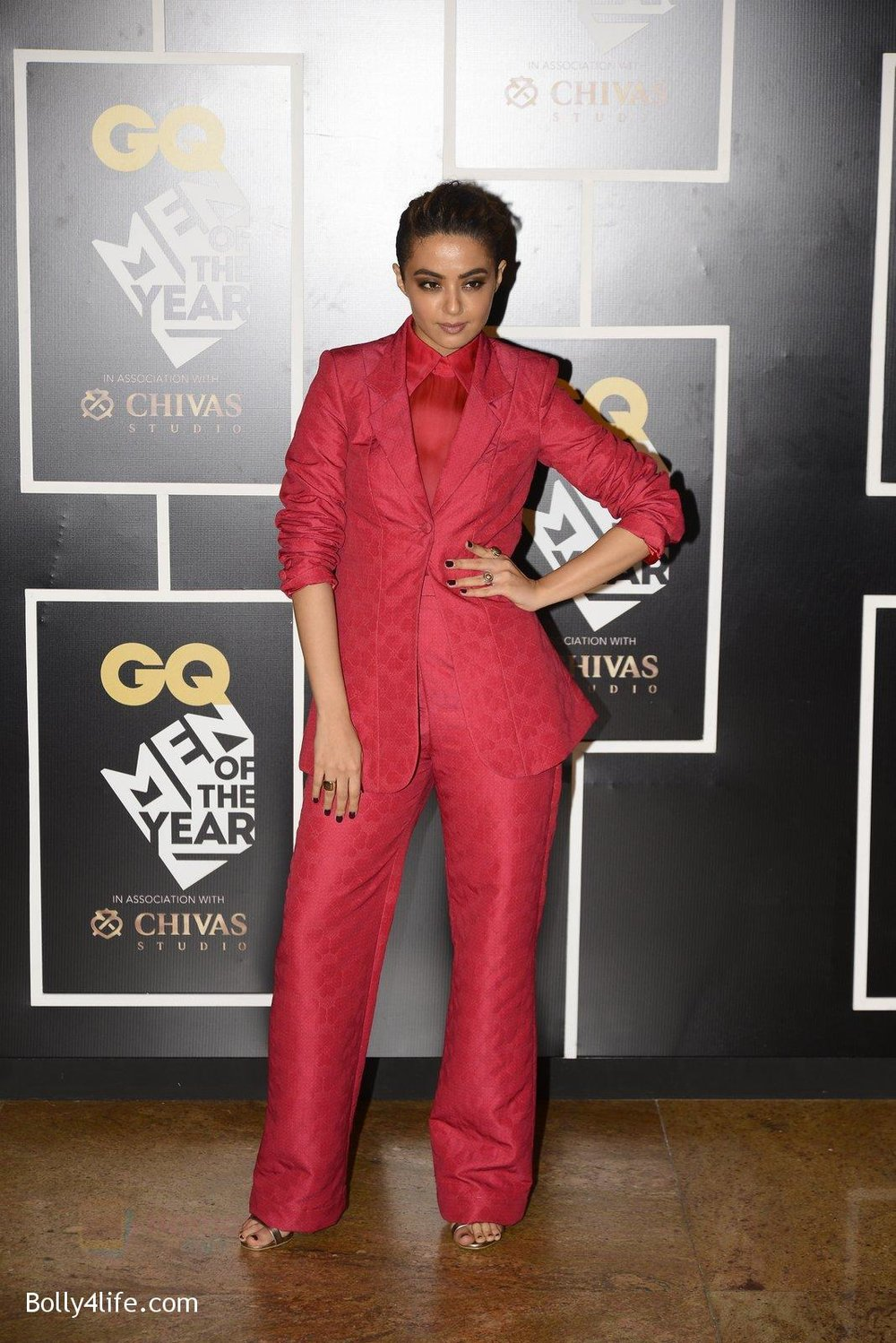 Surveen-Chawla-at-GQ-MEN-OF-THE-YEAR-on-27th-Sept-2016-922.jpg