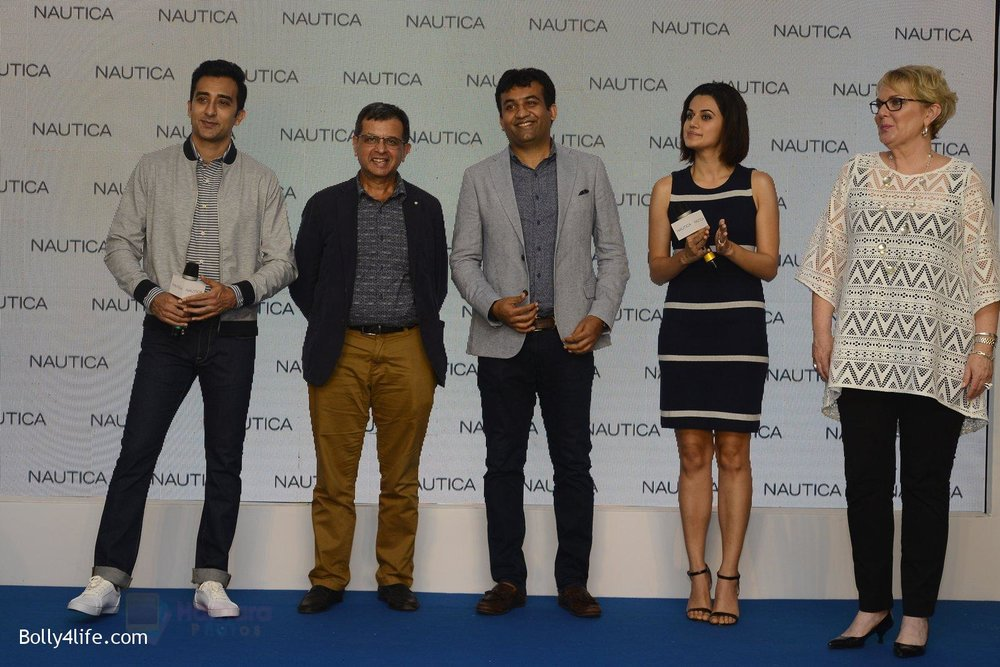 Taapsee-pannu-and-rahul-khanna-at-nautica-event-on-28th-Sept-2016-5.jpg