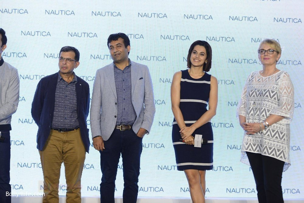 Taapsee-pannu-and-rahul-khanna-at-nautica-event-on-28th-Sept-2016-8.jpg