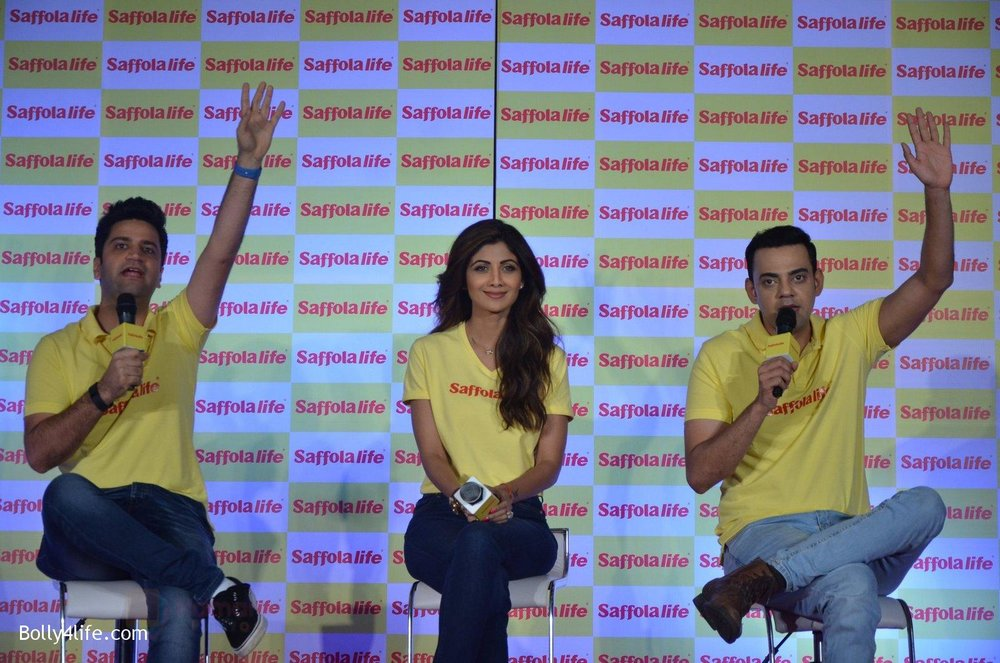 Shilpa-Shetty-Kunal-Kapur-Cyrus-Sahukar-during-the-World-Heart-Day-program-organized-by-Saffola-Life-in-Mumbai-on-28th-Sept-2016-45.jpg