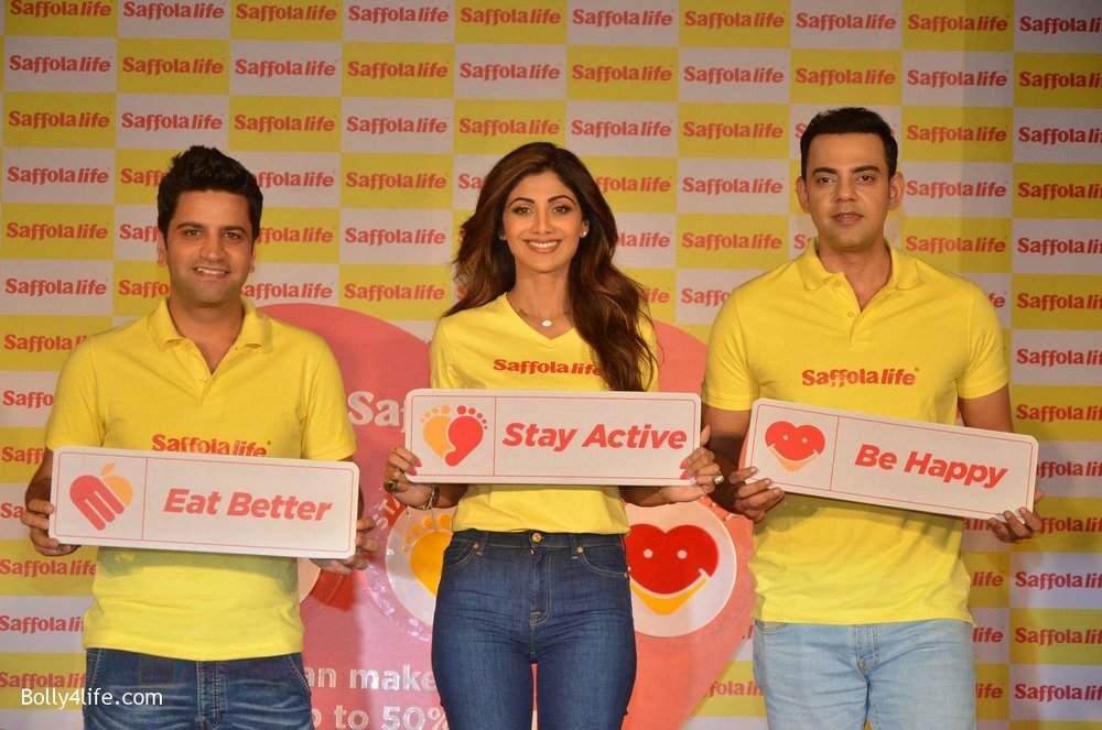 Shilpa-Shetty-Kunal-Kapur-Cyrus-Sahukar-during-the-World-Heart-Day-program-organized-by-Saffola-Life-in-Mumbai-on-28th-Sept-2016-61.jpg