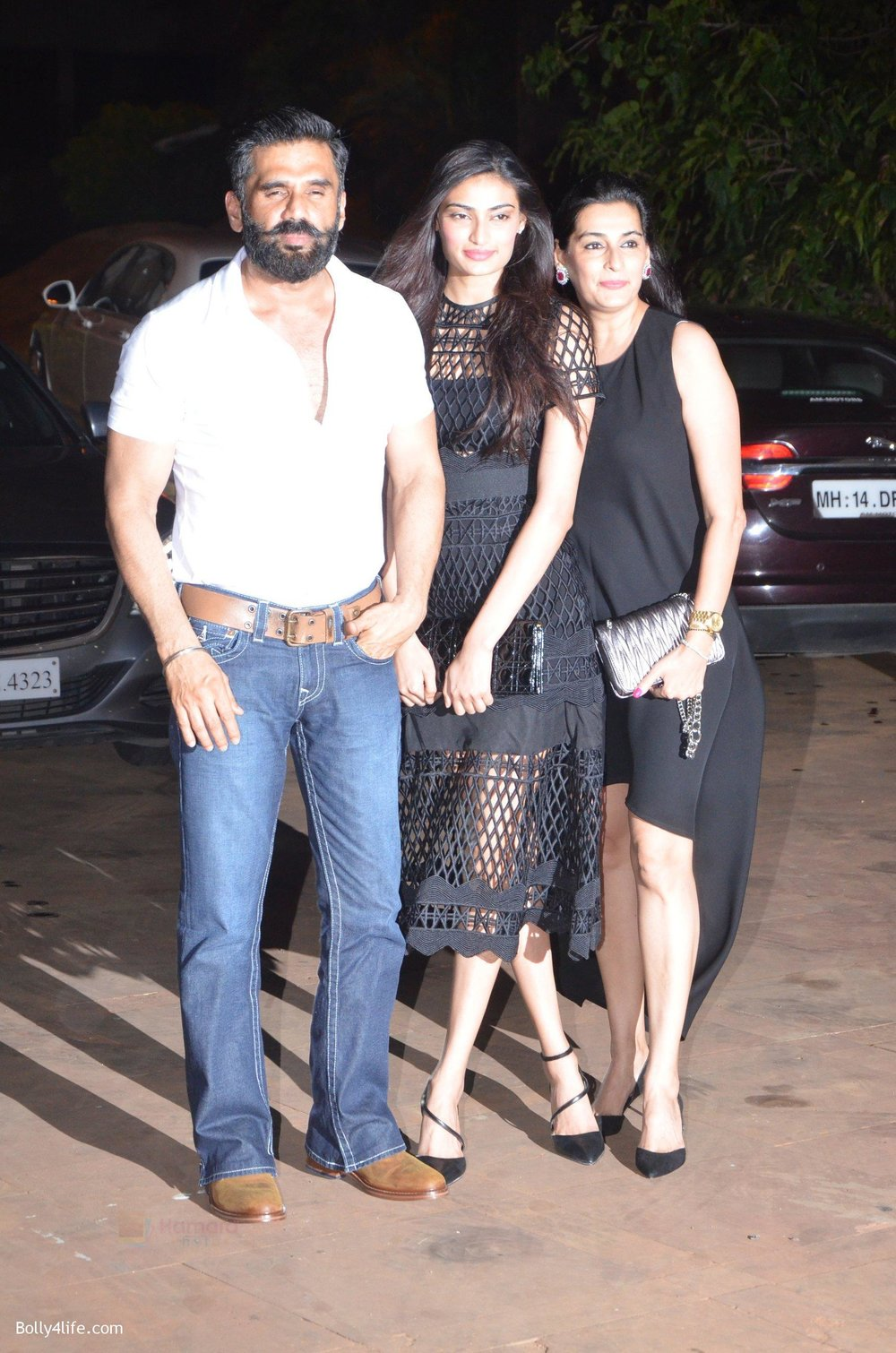 Sunil-Shetty-Mana-Shetty-Athiya-Shetty-at-Reema-jain-bday-party-in-Amadeus-NCPA-on-28th-Sept-2016-895.jpg