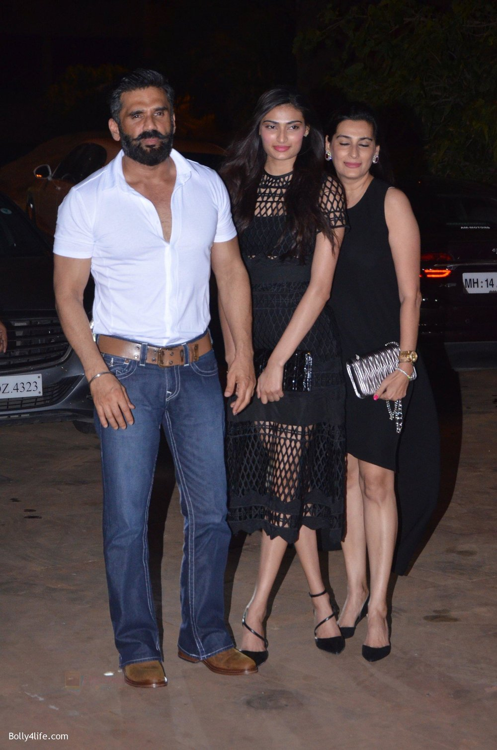 Sunil-Shetty-Mana-Shetty-Athiya-Shetty-at-Reema-jain-bday-party-in-Amadeus-NCPA-on-28th-Sept-2016-897.jpg