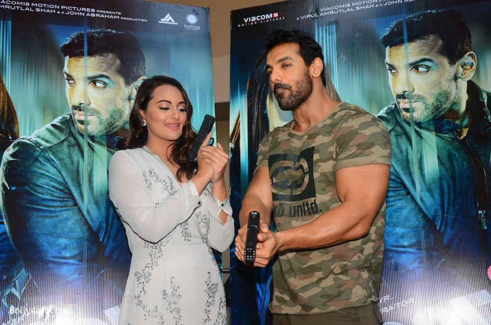 John-Abraham-Sonakshi-Sinha-at-Force-2-trailer-launch-in-Mumbai-on-29th-Sept-2016-214.jpg