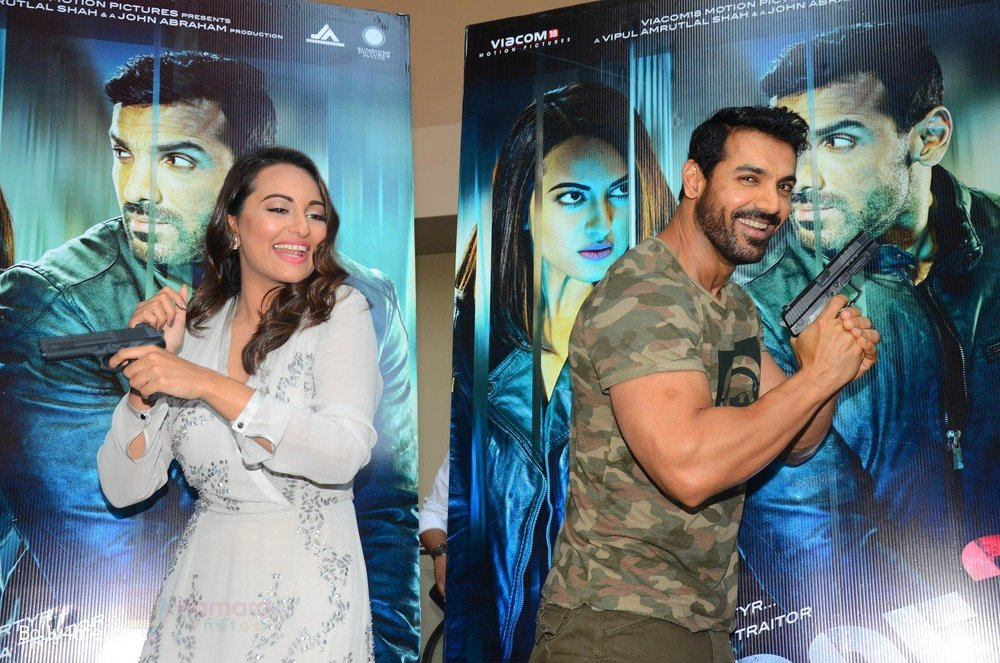 John-Abraham-Sonakshi-Sinha-at-Force-2-trailer-launch-in-Mumbai-on-29th-Sept-2016-216.jpg