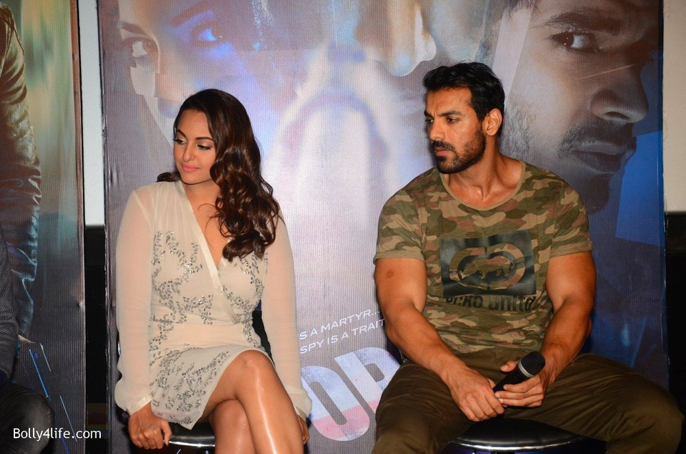 John-Abraham-Sonakshi-Sinha-at-Force-2-trailer-launch-in-Mumbai-on-29th-Sept-2016-222.jpg