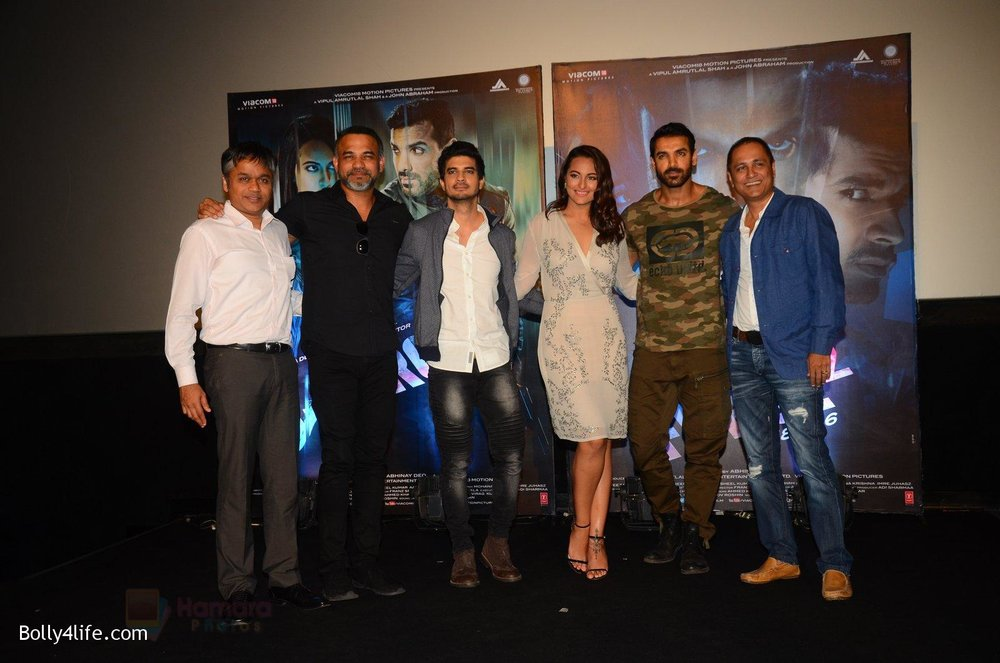 John-Abraham-Sonakshi-Sinha-Tahir-Bhasin-at-Force-2-trailer-launch-in-Mumbai-on-29th-Sept-2016-328.jpg