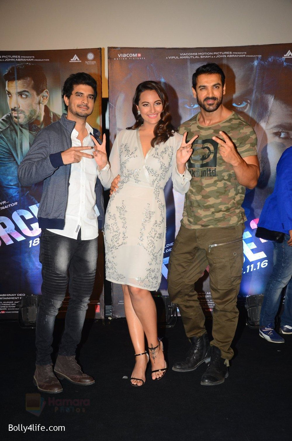 John-Abraham-Sonakshi-Sinha-Tahir-Bhasin-at-Force-2-trailer-launch-in-Mumbai-on-29th-Sept-2016-332.jpg