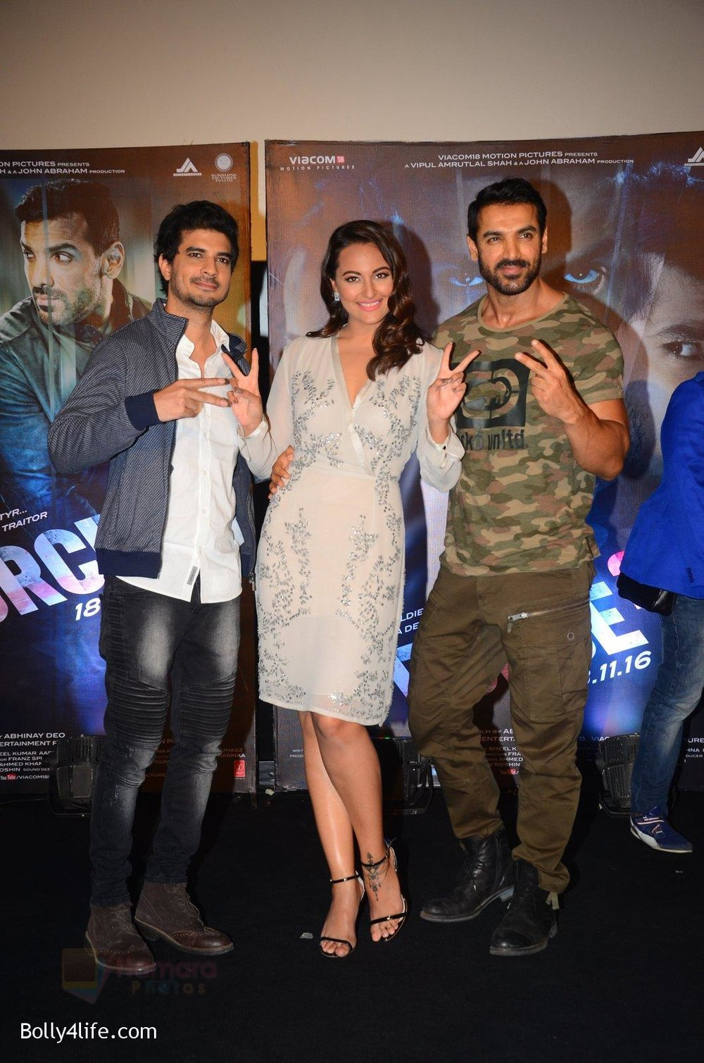 John-Abraham-Sonakshi-Sinha-Tahir-Bhasin-at-Force-2-trailer-launch-in-Mumbai-on-29th-Sept-2016-333.jpg