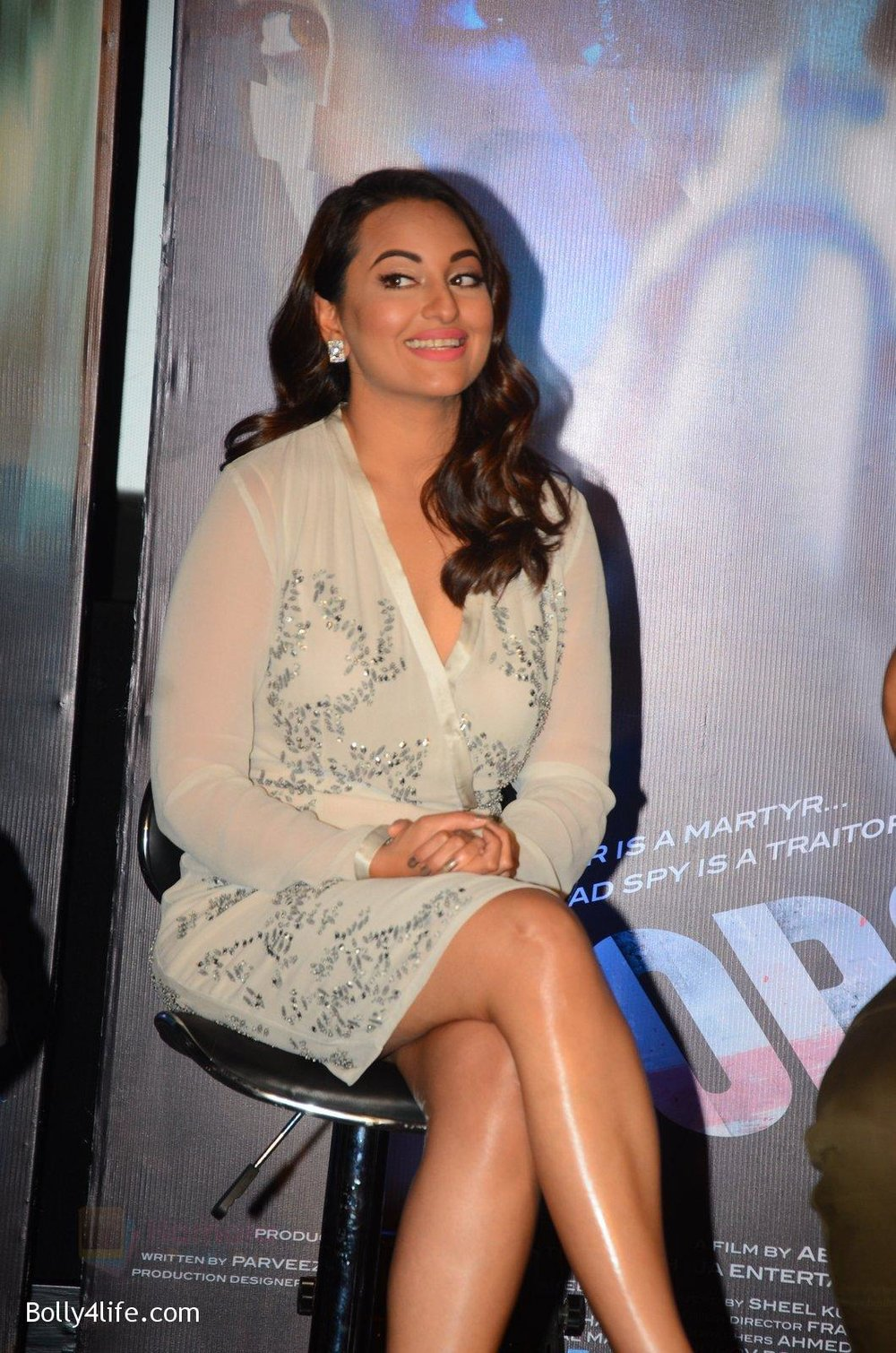 Sonakshi-Sinha-at-Force-2-trailer-launch-in-Mumbai-on-29th-Sept-2016-323.jpg
