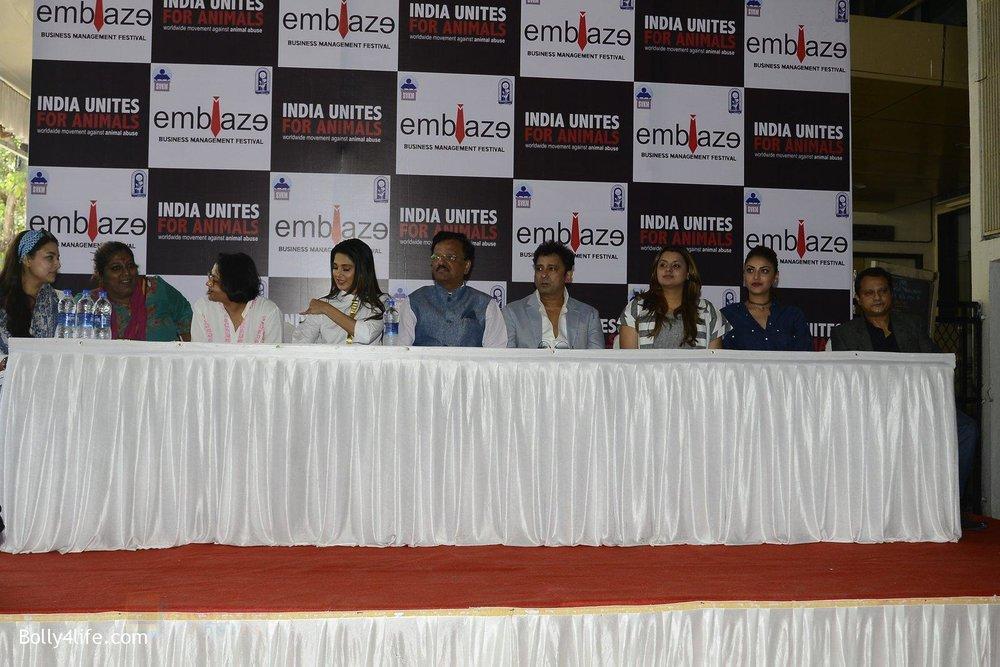 Jennifer-Winget-Sukhwinder-Singh-Anushka-Ranjan-Honey-Bhagnani-at-India-Unites-for-Animals-Event-in-Mithibai-college-on-29th-Sept-2016-106.jpg
