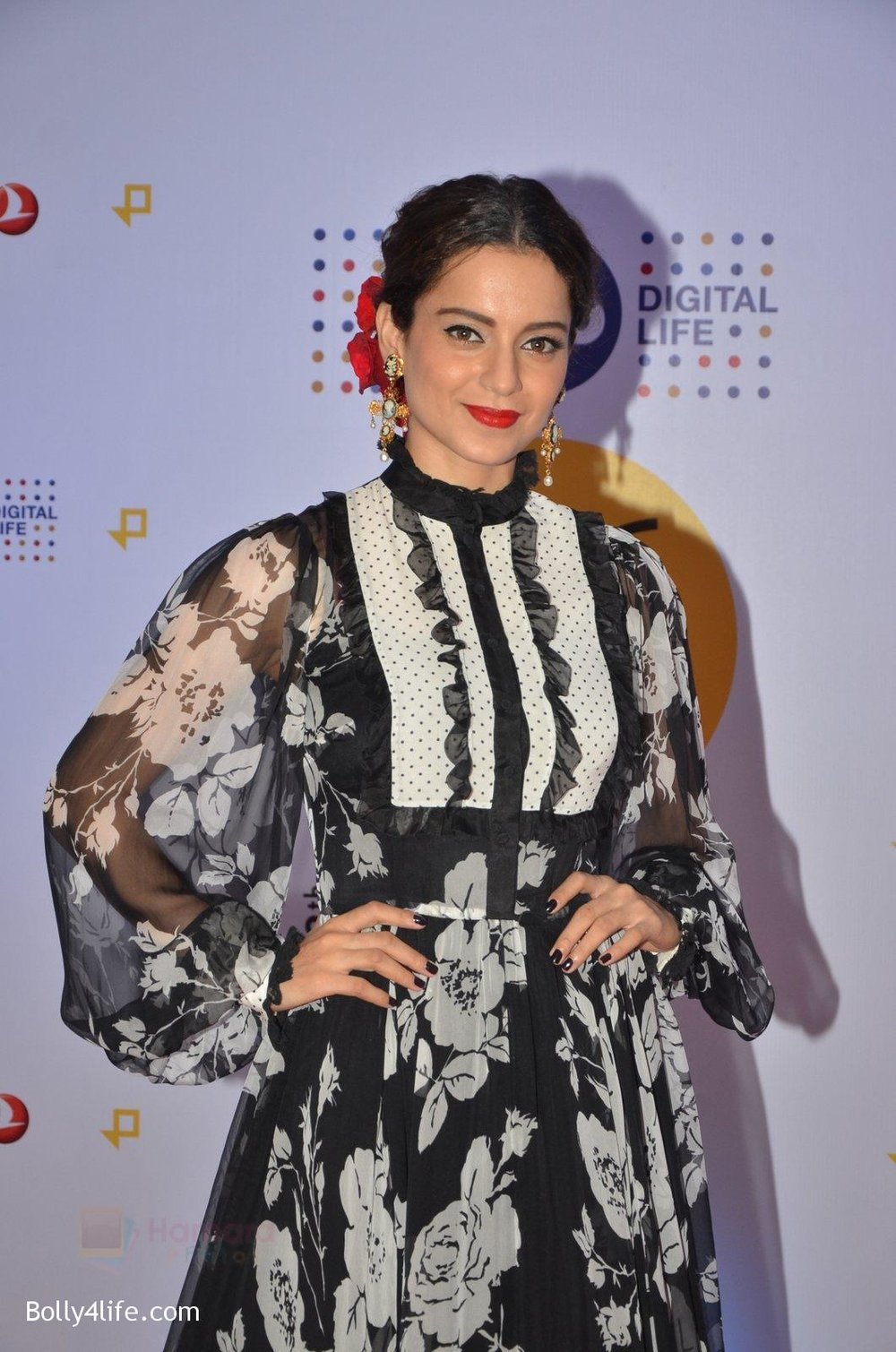 Kangana-Ranaut-at-Jio-Mami-fest-opening-on-29th-Sept-2016-4.jpg