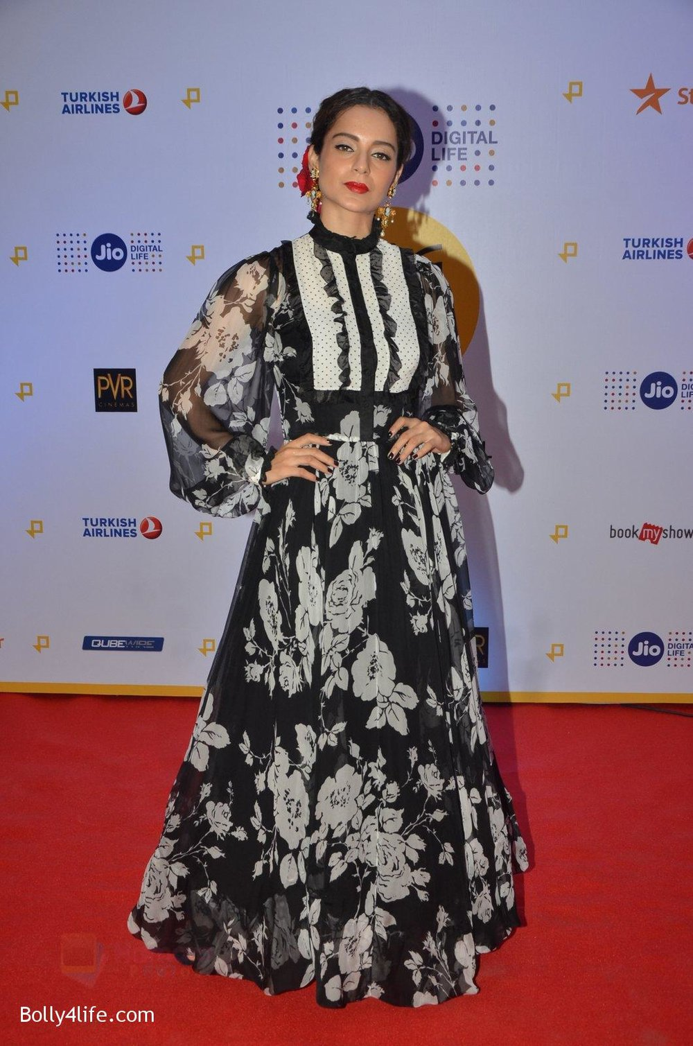 Kangana-Ranaut-at-Jio-Mami-fest-opening-on-29th-Sept-2016-5.jpg