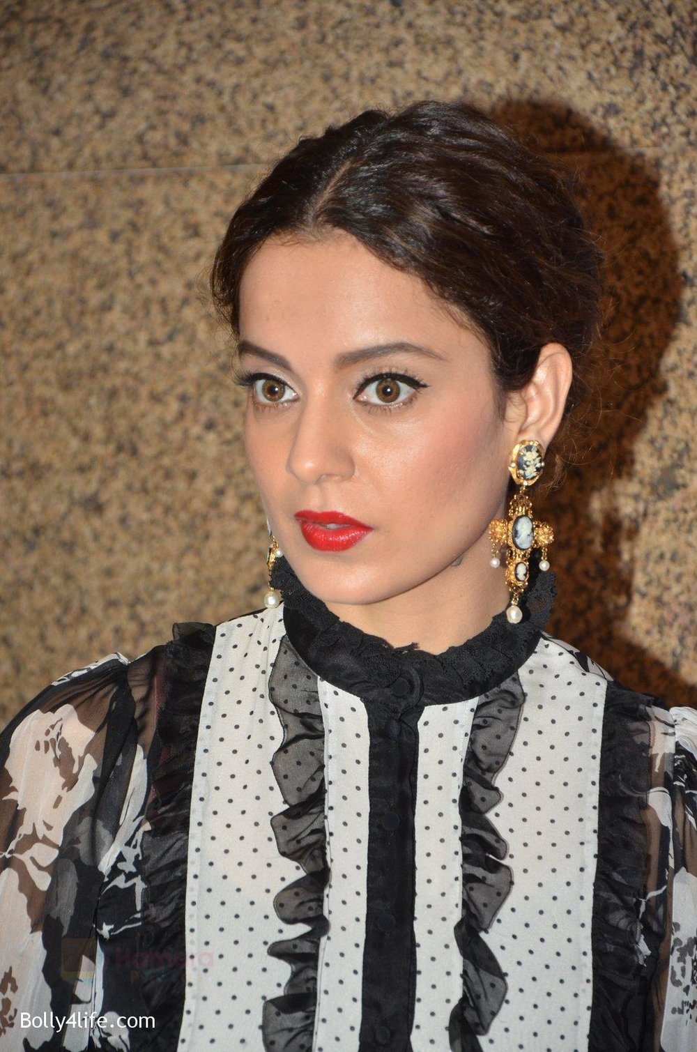 Kangana-Ranaut-at-Jio-Mami-fest-opening-on-29th-Sept-2016-8.jpg