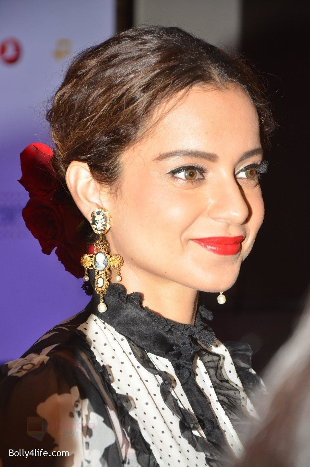 Kangana-Ranaut-at-Jio-Mami-fest-opening-on-29th-Sept-2016-9.jpg