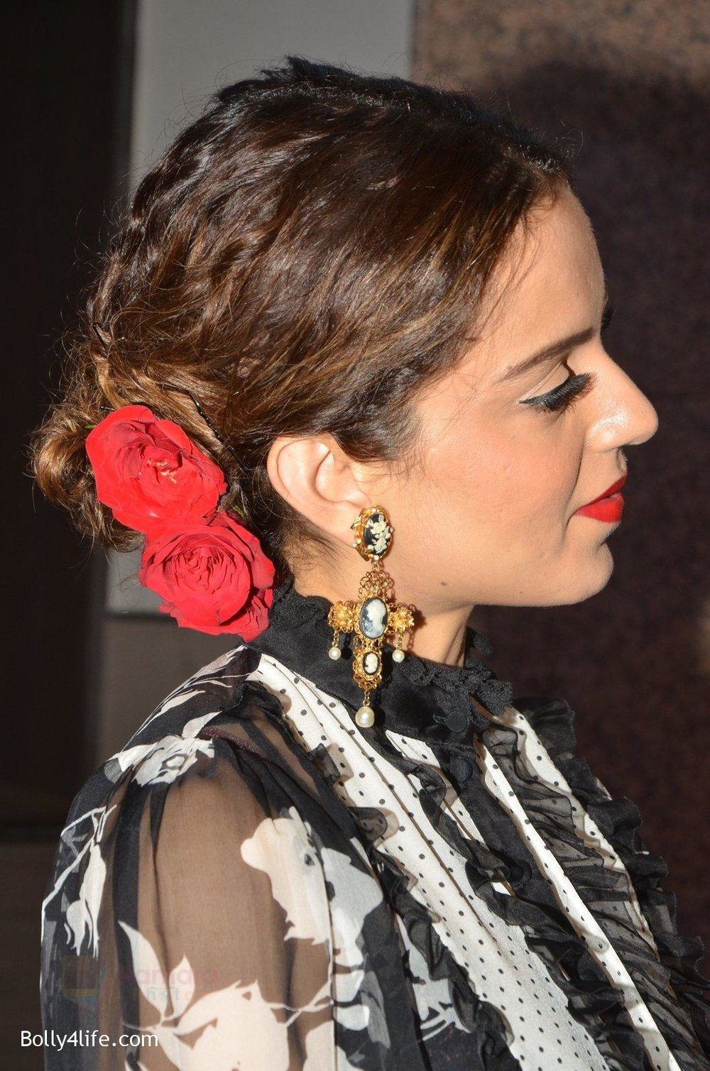 Kangana-Ranaut-at-Jio-Mami-fest-opening-on-29th-Sept-2016-10.jpg