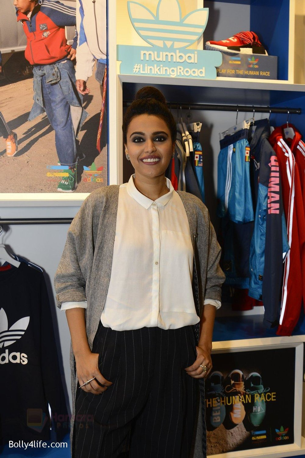 Swara-Bhaskar-at-Adidas-Event-in-Mumbai-on-30th-Sept-2016-36.jpg