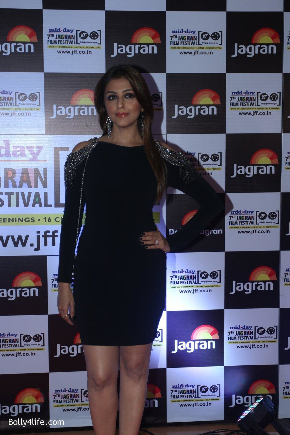 Aarti-Chabbria-at-Jagran-Film-fest-awards-on-30th-Sept-2016-62.jpg