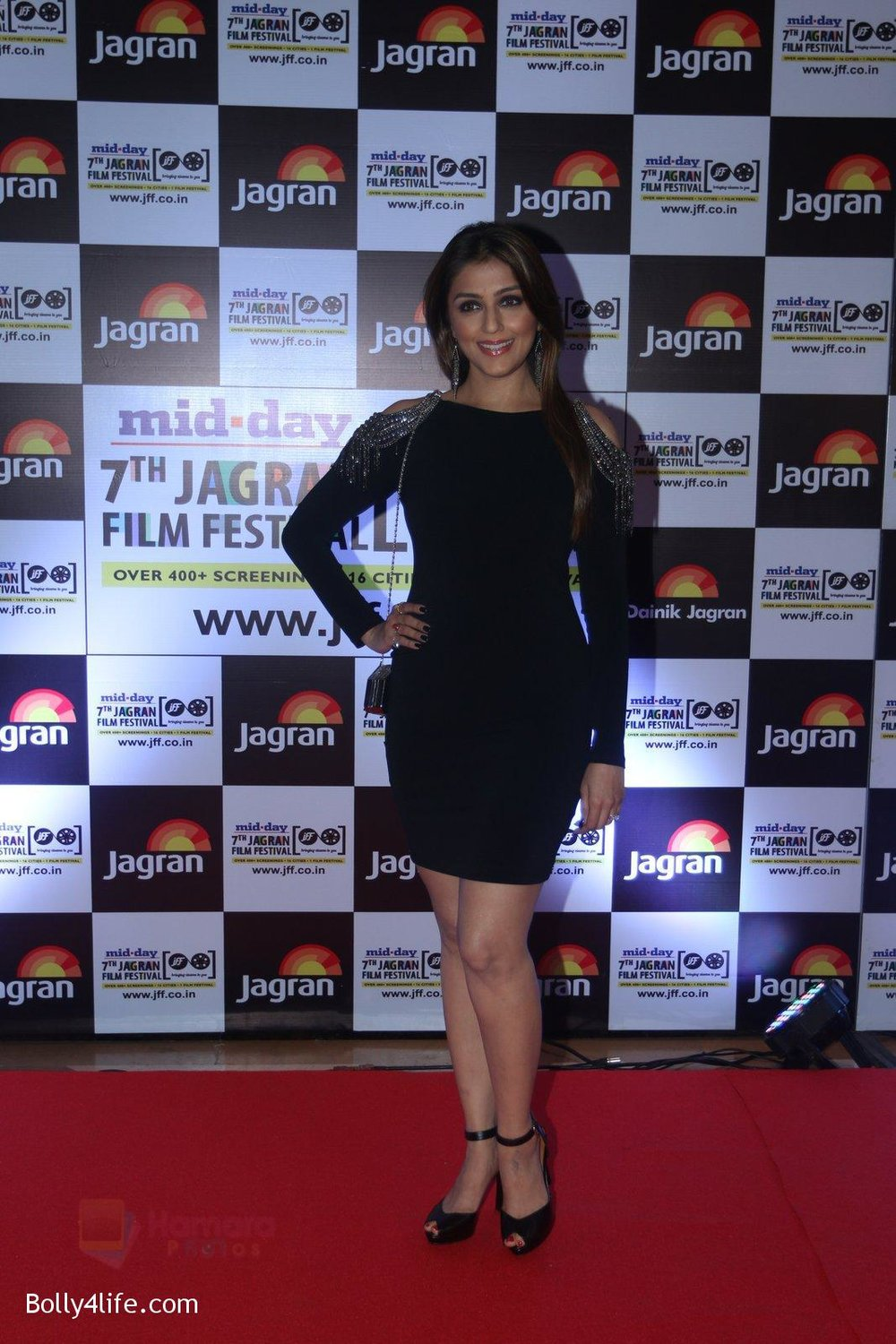 Aarti-Chabbria-at-Jagran-Film-fest-awards-on-30th-Sept-2016-65.jpg