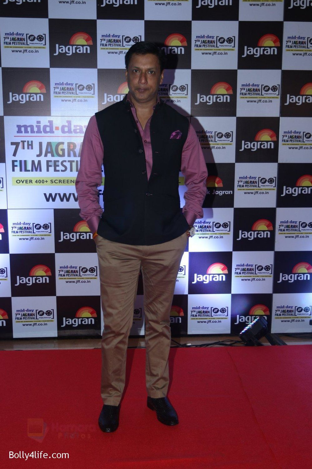Madhur-Bhandarkar-at-Jagran-Film-fest-awards-on-30th-Sept-2016-68.jpg