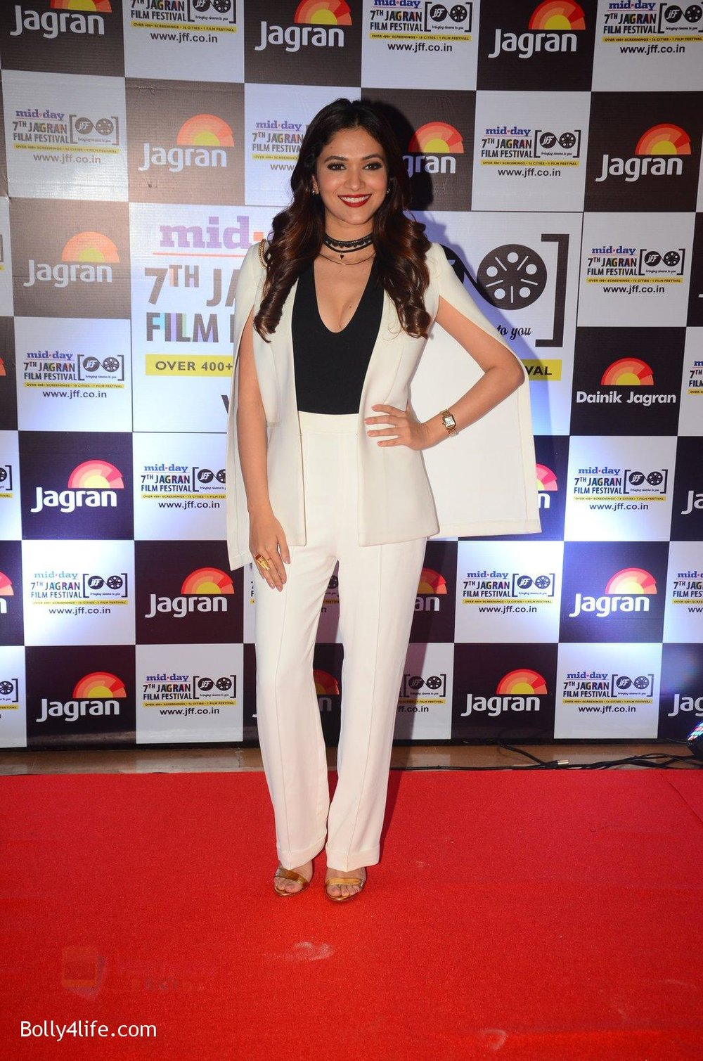 Ridhima-Pandit-at-Jagran-Film-fest-awards-on-30th-Sept-2016-13.jpg