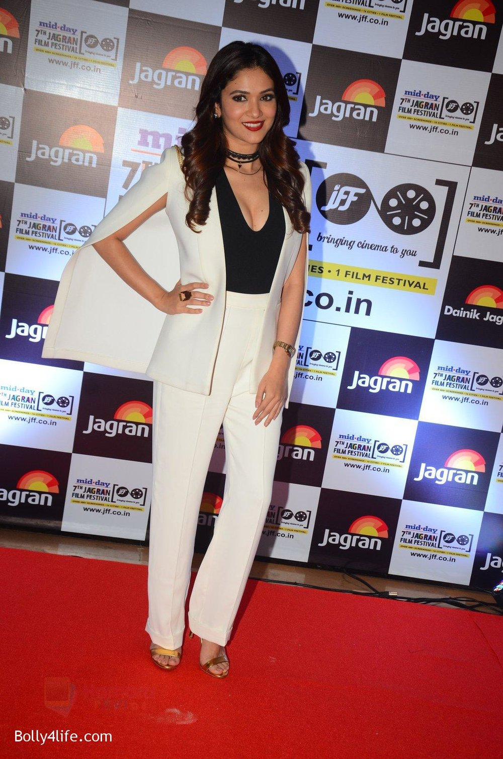 Ridhima-Pandit-at-Jagran-Film-fest-awards-on-30th-Sept-2016-15.jpg