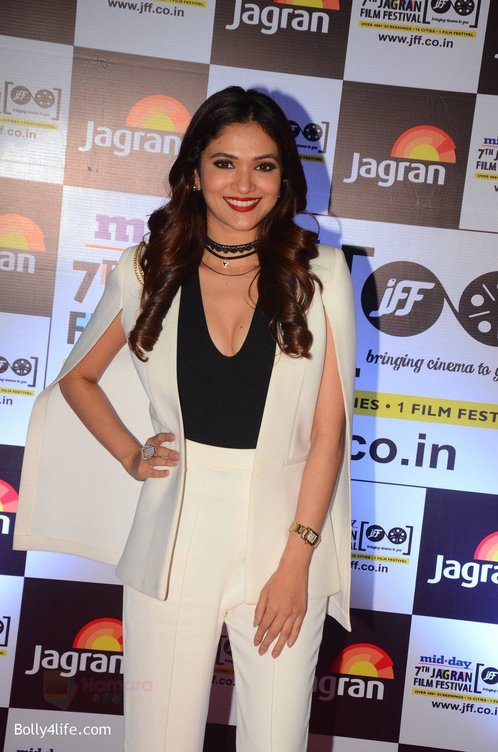 Ridhima-Pandit-at-Jagran-Film-fest-awards-on-30th-Sept-2016-17.jpg