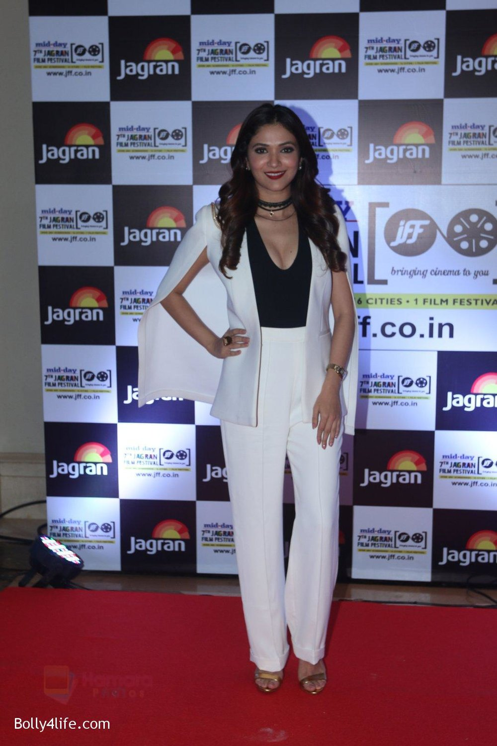 Ridhima-Pandit-at-Jagran-Film-fest-awards-on-30th-Sept-2016-85.jpg
