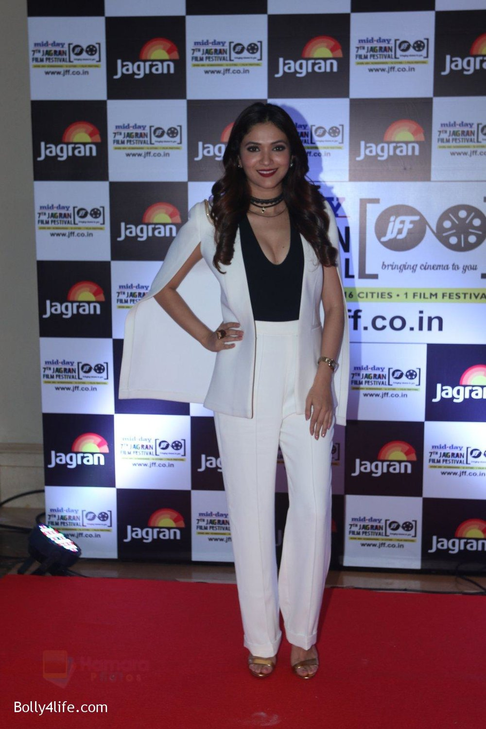 Ridhima-Pandit-at-Jagran-Film-fest-awards-on-30th-Sept-2016-86.jpg